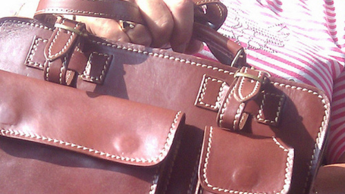 20111012-womanhandbag.jpg